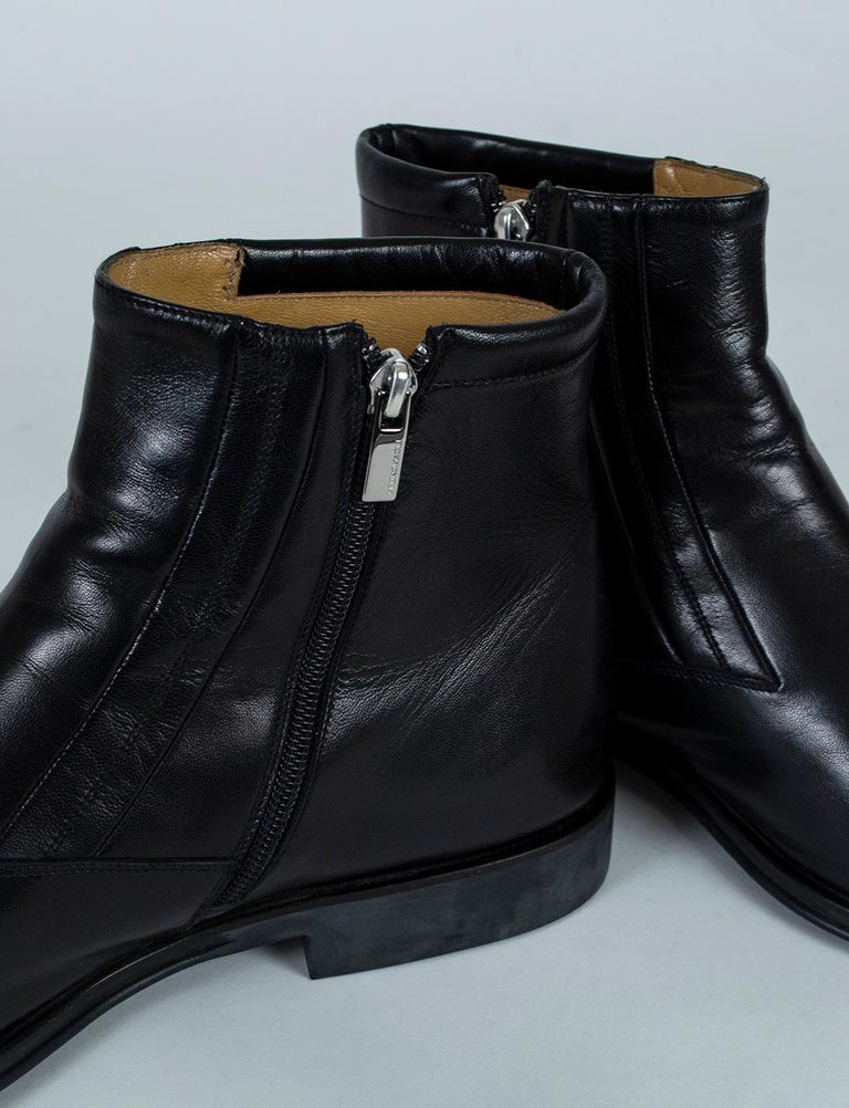 The quintessential men's Chelsea boot, the side-zipping Raspino is a footwear unicorn that sells out every time it appears. In butter soft Nappa leather, their slightly tapered toe and understated stitching are the perfect scaffold from which to