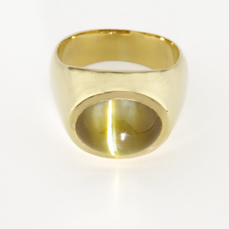 Contemporary Men's Chrysoberyl Cat's Eye Ring in Gold with Ideal
