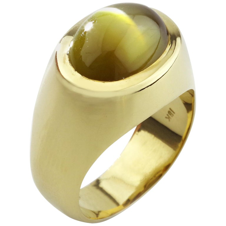 """Men's Chrysoberyl Cat's Eye Ring in Gold with Ideal """"Milk and Honey"""" Coloring For Sale"""