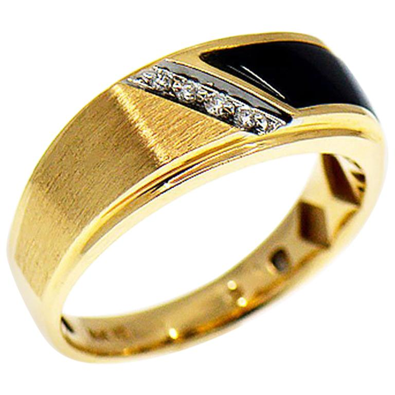 16313201a Men's Diamond and Black Onyx Band Ring, 14 Karat Yellow Gold For Sale