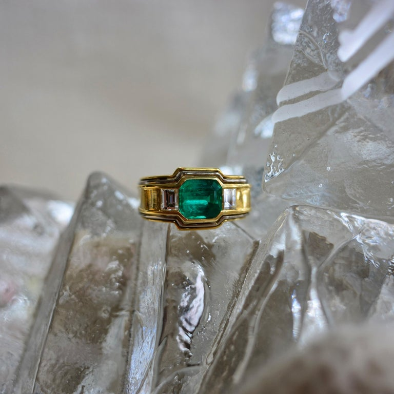 Emerald Ring in 18 Karat Gold with Diamonds in Architectural Setting For Sale 8