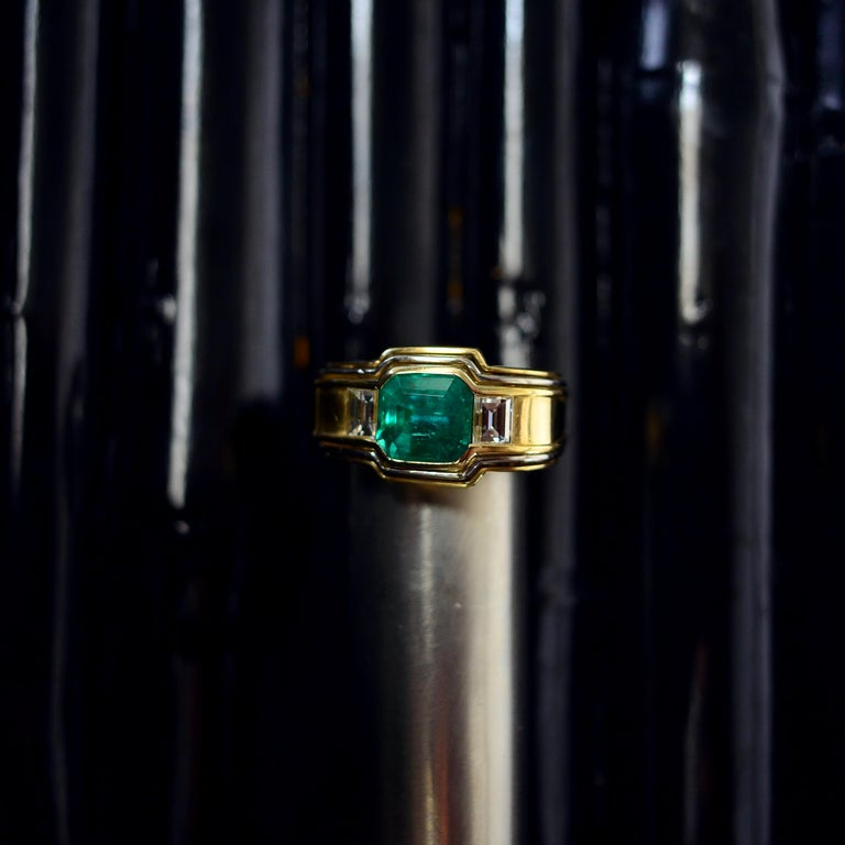 Emerald Ring in 18 Karat Gold with Diamonds in Architectural Setting For Sale 9