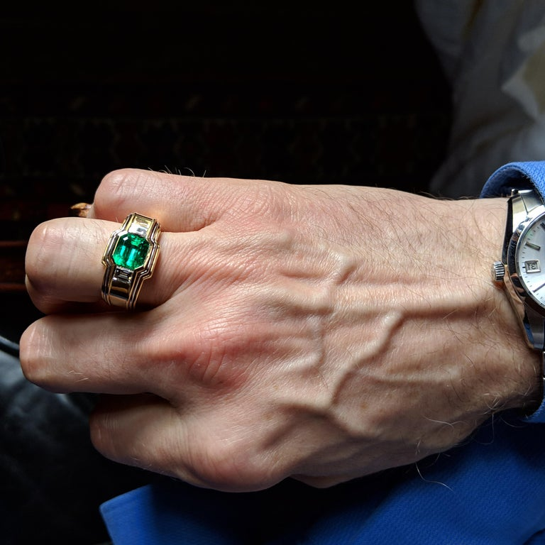 Emerald Ring in 18 Karat Gold with Diamonds in Architectural Setting For Sale 10