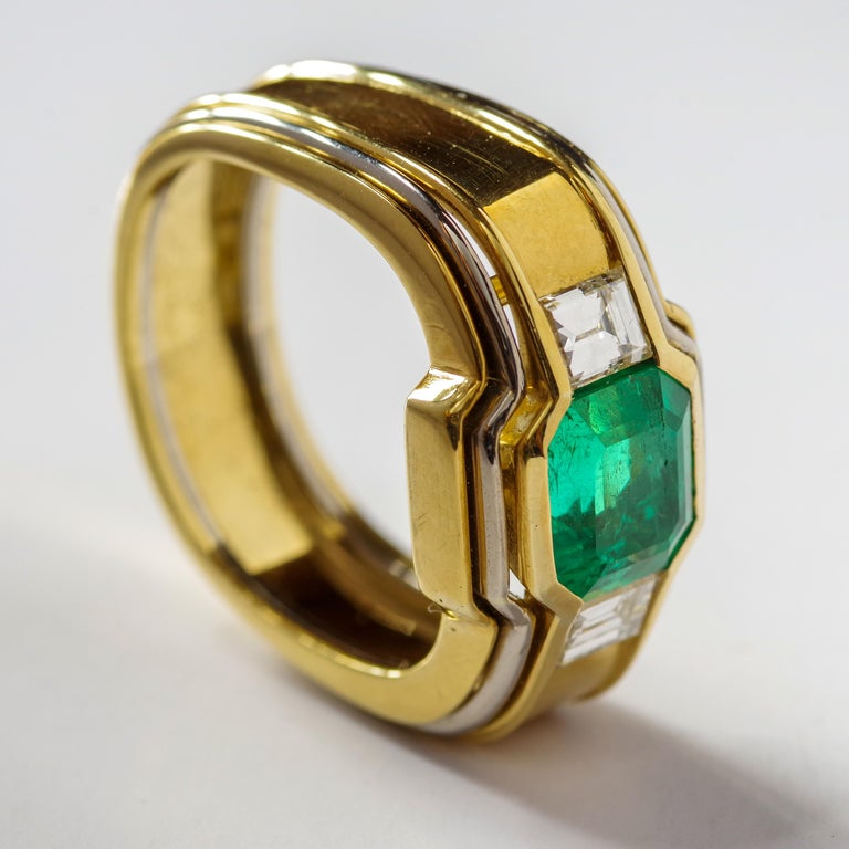 Emerald Ring in 18 Karat Gold with Diamonds in Architectural Setting In Good Condition For Sale In Southbury, CT