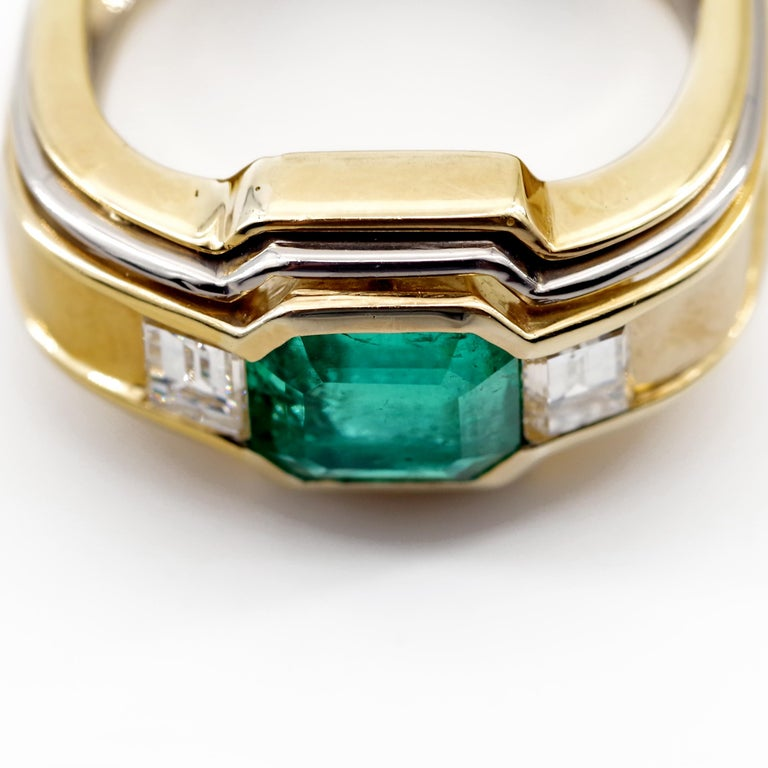 Emerald Ring in 18 Karat Gold with Diamonds in Architectural Setting For Sale 3