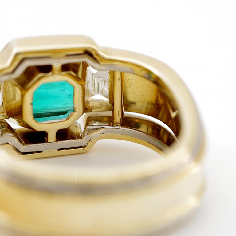 Emerald Ring in 18 Karat Gold with Diamonds in Architectural Setting For Sale 4