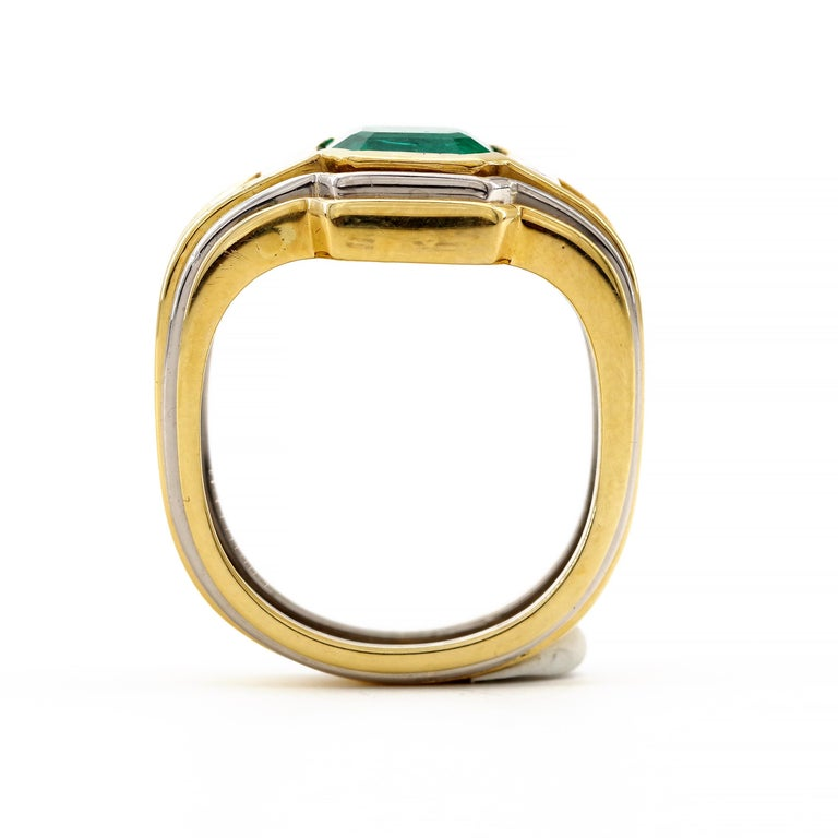 Emerald Ring in 18 Karat Gold with Diamonds in Architectural Setting For Sale 5