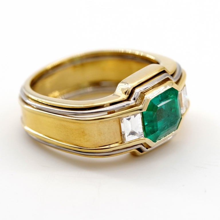 Emerald Ring in 18 Karat Gold with Diamonds in Architectural Setting For Sale 6