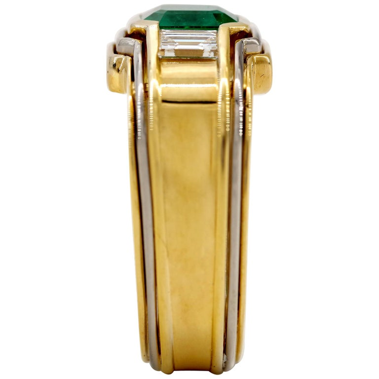 Emerald Ring in 18 Karat Gold with Diamonds in Architectural Setting For Sale 1