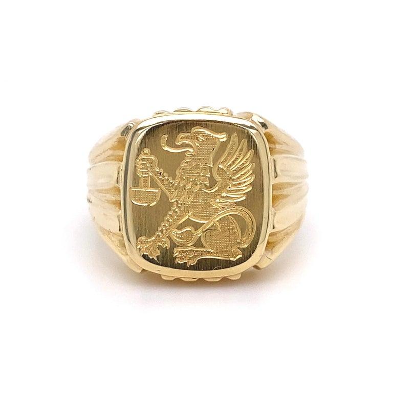 Modernist Men's Fine Engraved Griffin Crest 585 Gold Signet Ring Estate Fine Jewelry For Sale