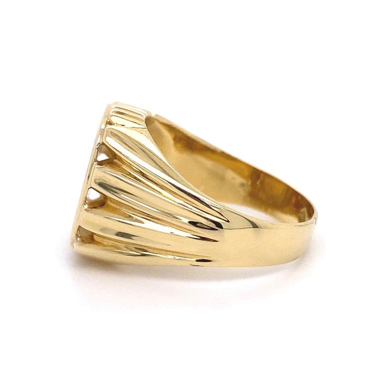 Men's Fine Engraved Griffin Crest 585 Gold Signet Ring Estate Fine Jewelry For Sale 1