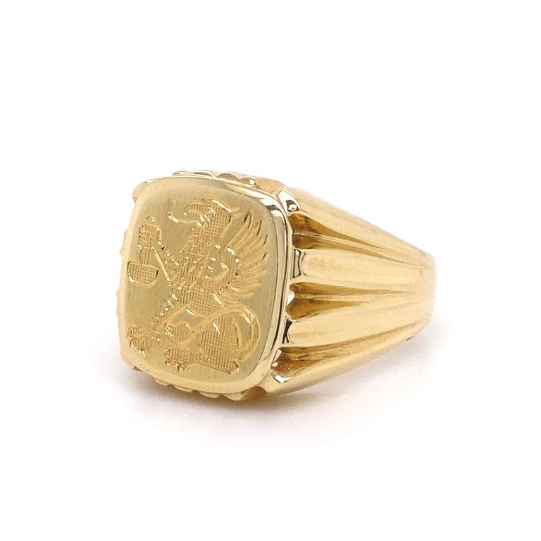 Men's Fine Engraved Griffin Crest 585 Gold Signet Ring Estate Fine Jewelry For Sale 2