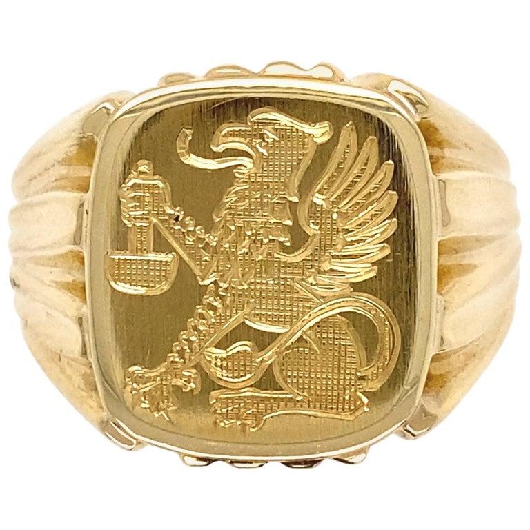 Men's Fine Engraved Griffin Crest 585 Gold Signet Ring Estate Fine Jewelry For Sale