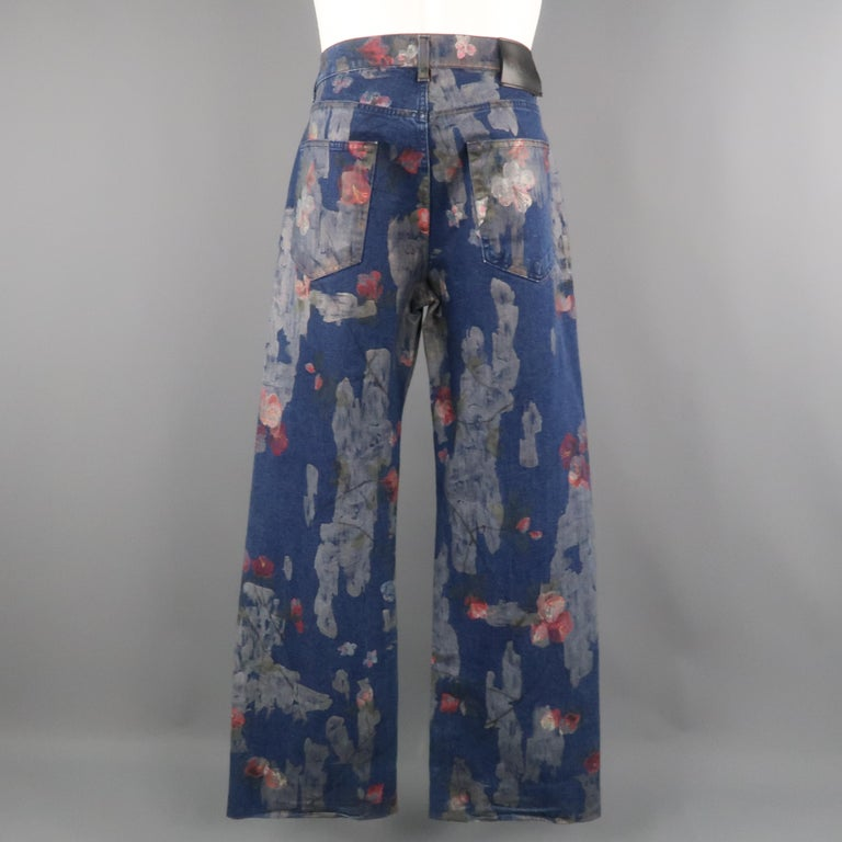 Men's GUCCI by TOM FORD Size 30 Blue Floral Print Denim Wide Leg Jeans For Sale 6