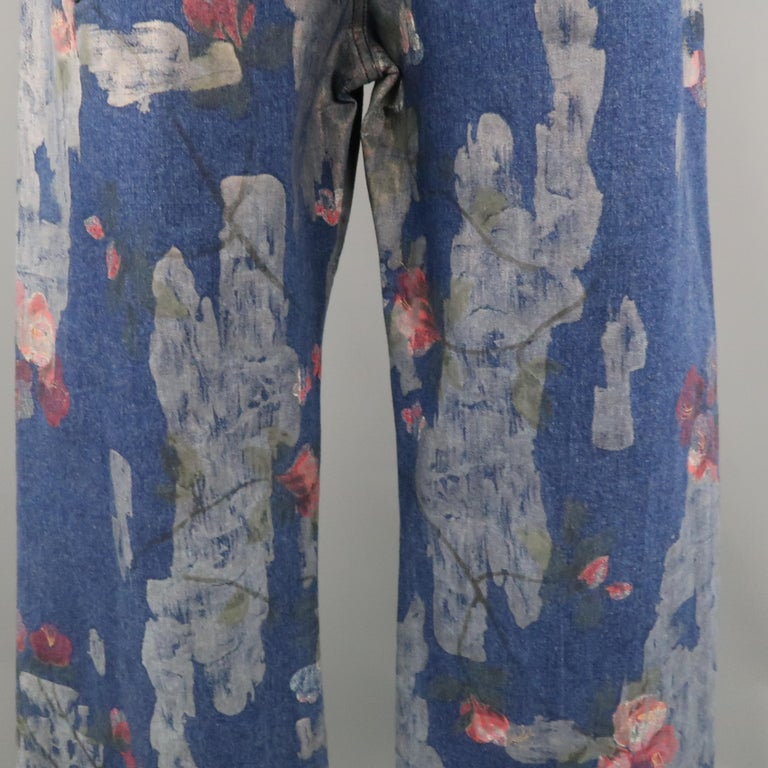 Men's GUCCI by TOM FORD Size 30 Blue Floral Print Denim Wide Leg Jeans For Sale 9