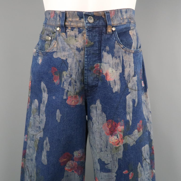 Men's GUCCI by TOM FORD Size 30 Blue Floral Print Denim Wide Leg Jeans In Fair Condition For Sale In San Francisco, CA