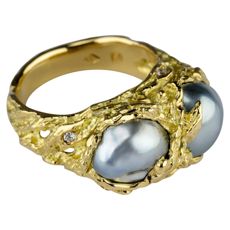 Men's Pearl Ring in Gold with Diamonds For Sale