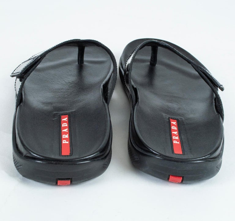 Men's Prada Black Patent Leather Flip Flop Thong Sandals - 21st Century, US 11 In Excellent Condition For Sale In Phoenix, AZ