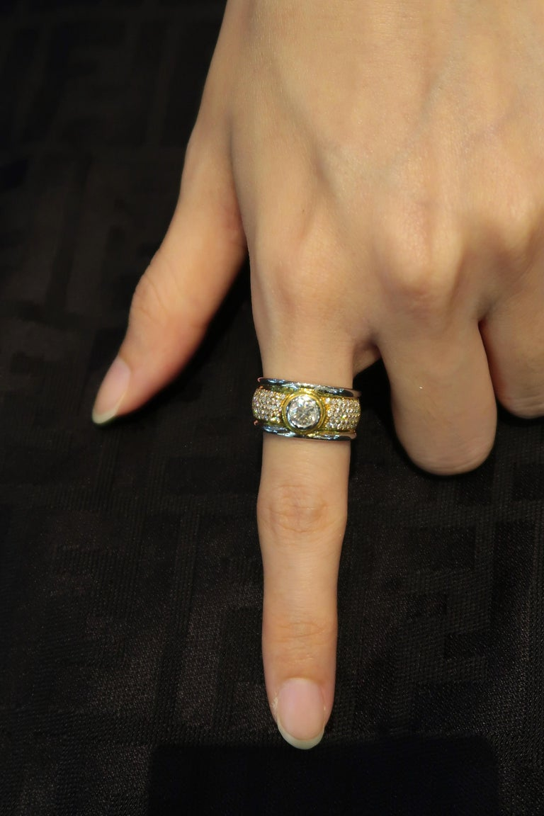 Men's Ring 2-Tone 18 Karat White and Yellow Gold Step Edge Diamond Band Ring In New Condition For Sale In Bangkok, TH