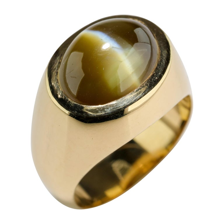 "Men's Ring Cat's Eye Chrysoberyl Ideal ""Milk and Honey"" Coloring 12.5 Carat For Sale"