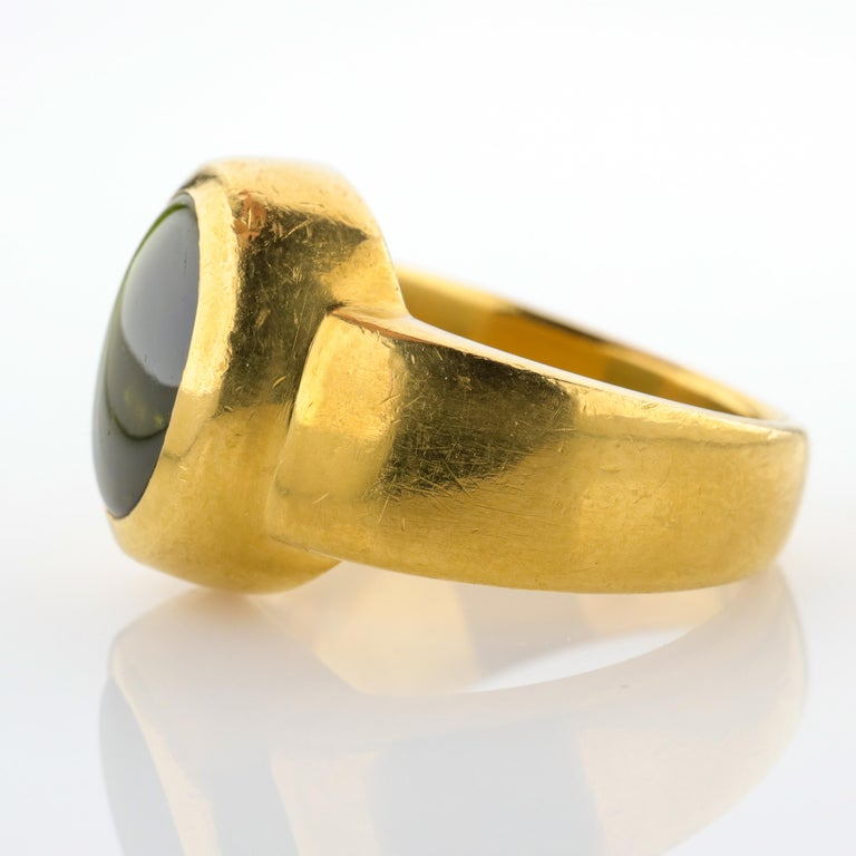 Women's or Men's Men's Ring Rare Cat's Eye Chrysoberyl is Acid Green 11.5 Carat and 22 Karat Gold For Sale