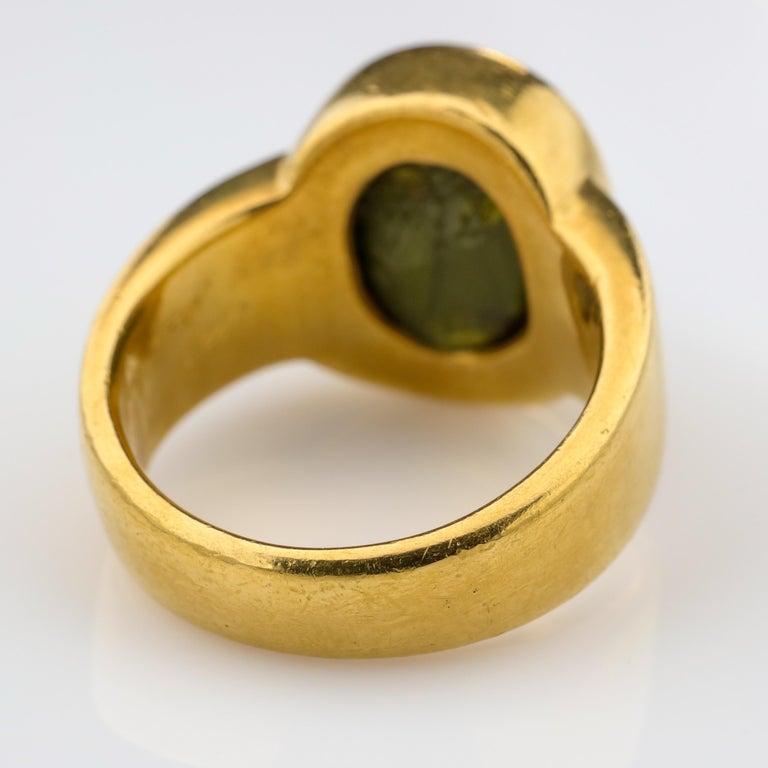 Men's Ring Rare Cat's Eye Chrysoberyl is Acid Green 11.5 Carat and 22 Karat Gold For Sale 3