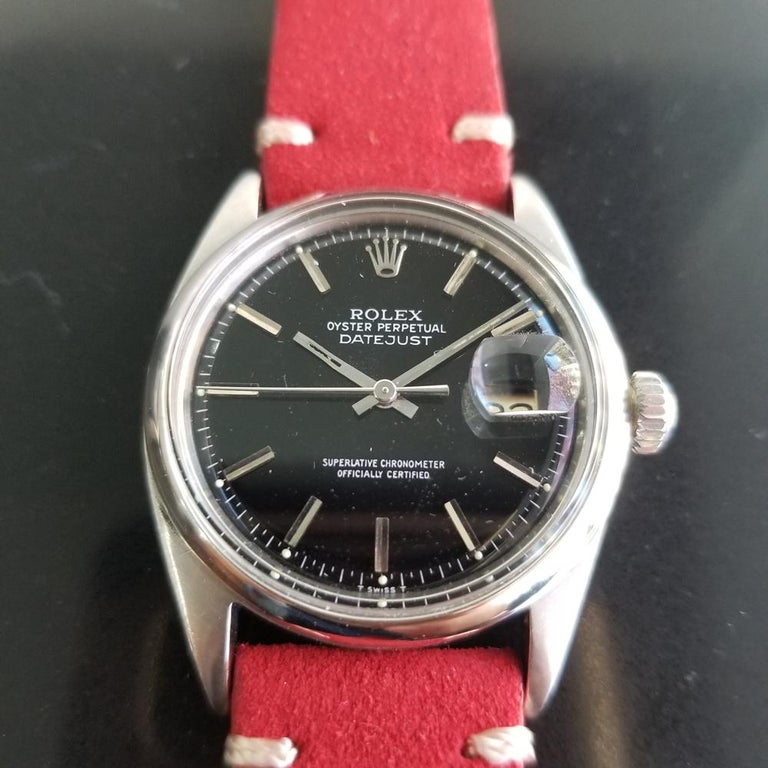 Timeless classic, Men's Ref.1601 Rolex Oyster Datejust automatic, c.1968. Verified authentic by a master watchmaker. Gorgeous Rolex signed black dial, applied indice numeral hour markers, minute and hour hands, sweeping central second hand, date