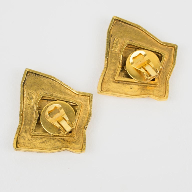 Mercedes Robirosa Paris Hammered Gilt Metal Massive Clip Earrings In Good Condition For Sale In Atlanta, GA