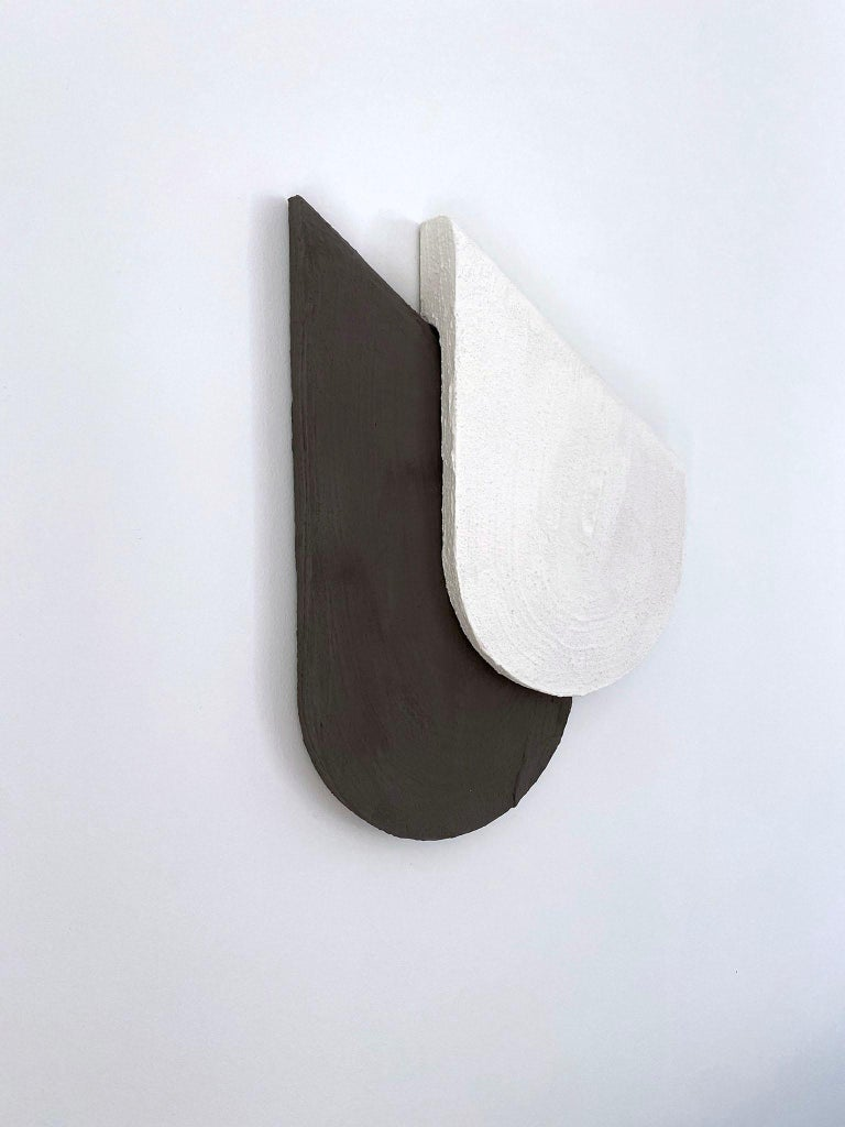 Post-Modern Merna, Contemporary Wall Sculpture in Italian Plaster For Sale