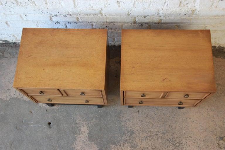Merton Gershun for American of Martinsville Mid-Century Modern Nightstands, Pair For Sale 3