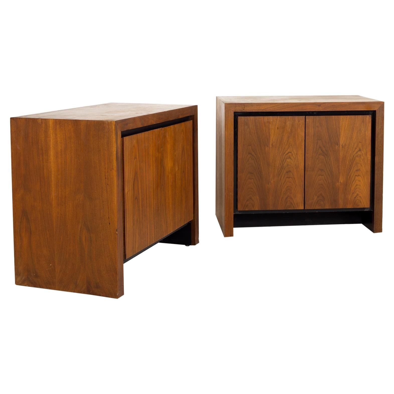 Merton Gershun for Dillingham Mid Century Bookmatched Cabinet End Table Nightsta