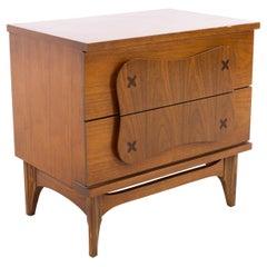 Merton Gershun Style Bassett Furniture Mid Century Walnut Nightstand