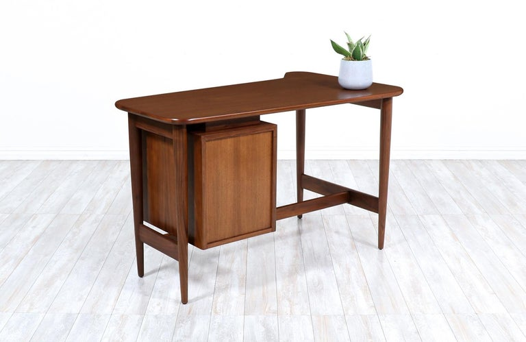 Merton L. Gershun Walnut Writing Desk for American of Martinsville In Excellent Condition For Sale In Los Angeles, CA