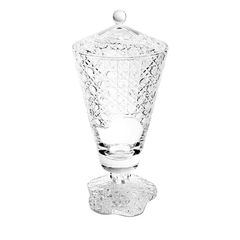This stunning vase with lid is part of the Metà Morphosis collection. Crafted of transparent glass, this piece can be used as an elegant container in a kitchen, living room, or dining room, while also imbuing any home with the sophisticated allure
