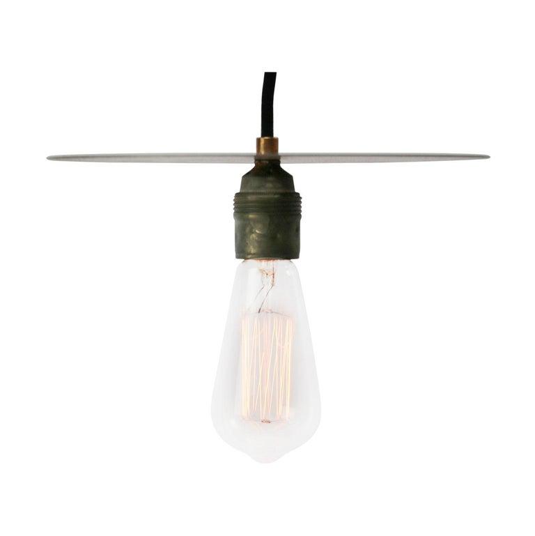 Metal pendant lights Metal bulb holder with flat metal plate. Size: 200 cm / 80