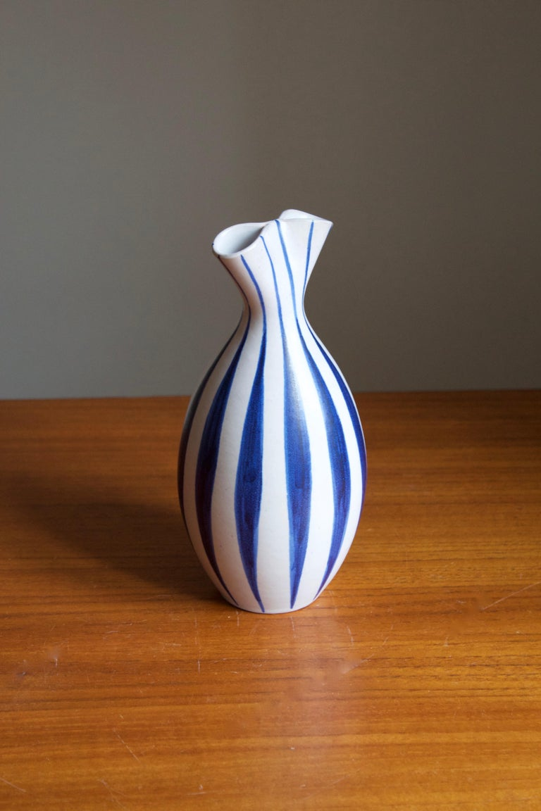 A stoneware vase produced by Andersson & Johansson Höganäs, Sweden, circa 1960s. Designed by Mette Doller.