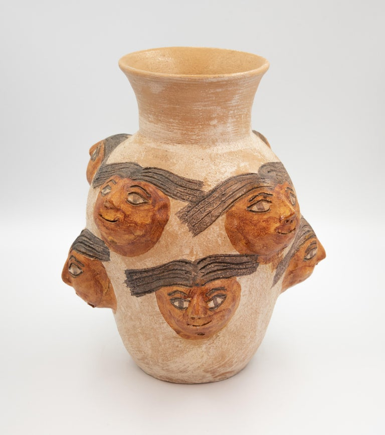 Dolores Porras Enríquez (1937) is widely known throughout Mexico and the world for being the creator of a technique rooted in the land of Oaxaca: pottery in natural color, glazed and decorated with floral motifs and colorful animals.   In the