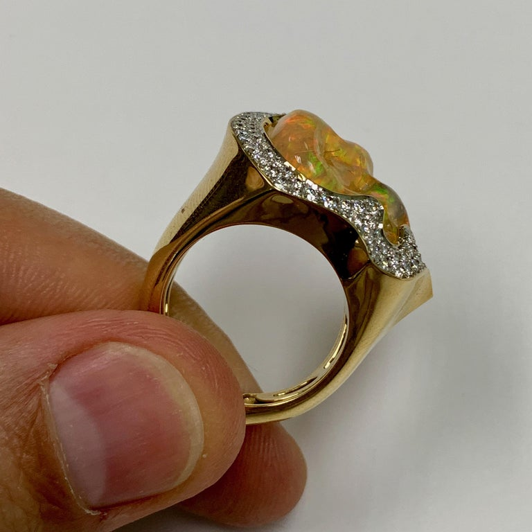 Mexican Opal 10.6 Carat Diamonds One of a Kind 18 Karat Yellow Gold Ring In New Condition For Sale In Bangkok, TH
