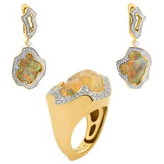 Mexican Opal 25.07 Carat Diamonds One of a Kind 18 Karat Yellow Gold Suite