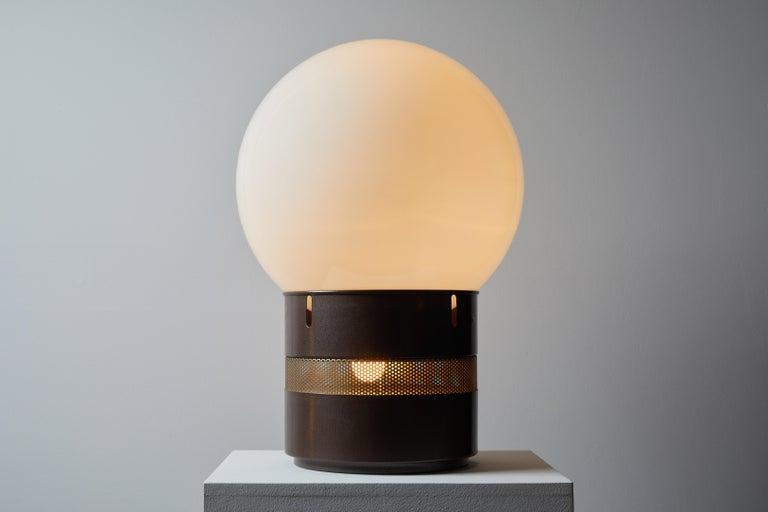 Mezza Oracolo table lamp by Gae Aulenti for Artemide. Designed and manufactured in Italy, circa 1969. Lacquered metal, brass hardware, opaline glass diffuser. Original cord. Takes one E27 60w maximum bulb and three E27 40w maximum candelabra bulbs.