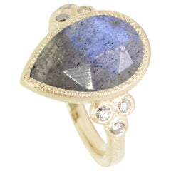 Mia Small Labradorite 18 Karat Gold Ring