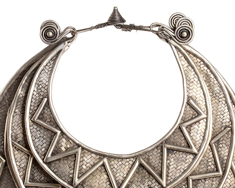 Here you are an original Miao Paktong ceremonial necklace, realized in the northern Laos in the first half of the 20th century. It is from the HMong Village
