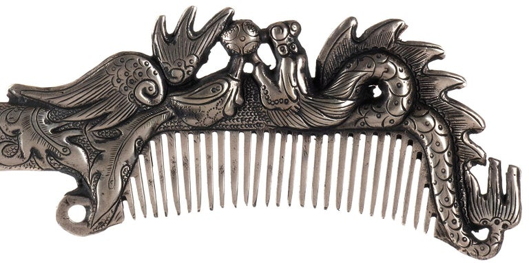 Miao Paktong hair comb is a precious decorative object realized in Tibet in the 1970s.
