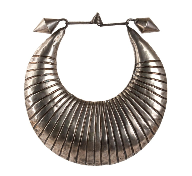 Miao Silver Ceremonial Necklace, Laos, Early 20th Century In Good Condition For Sale In Roma, IT