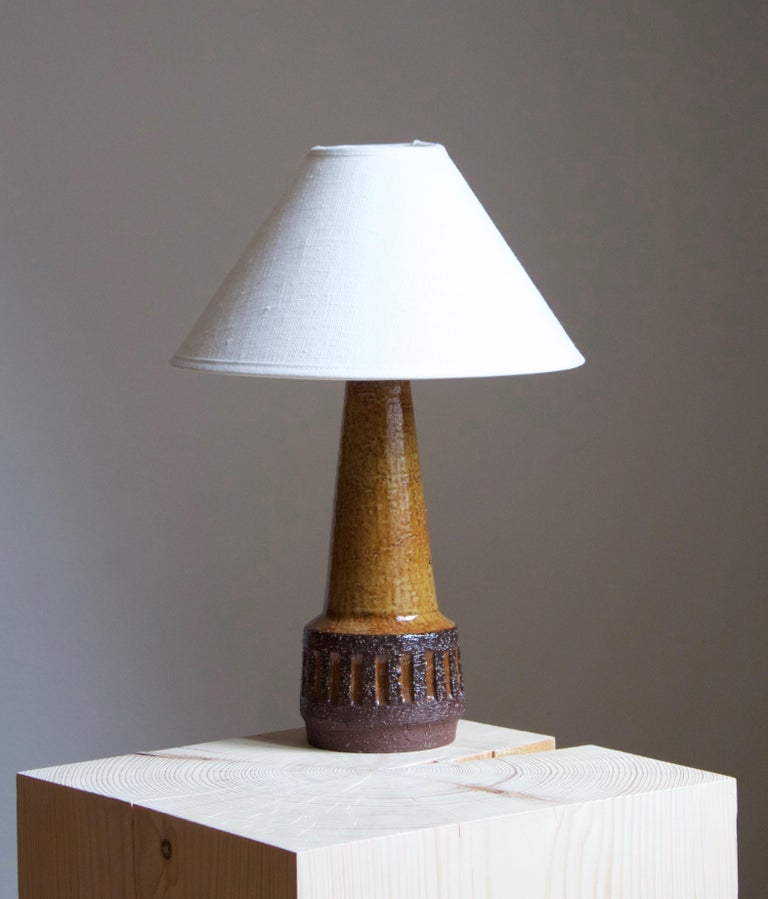 Michael Andersen, Table Lamp, Glazed Incised Stoneware, Bornholm, Denmark, 1960s In Good Condition For Sale In West Palm Beach, FL