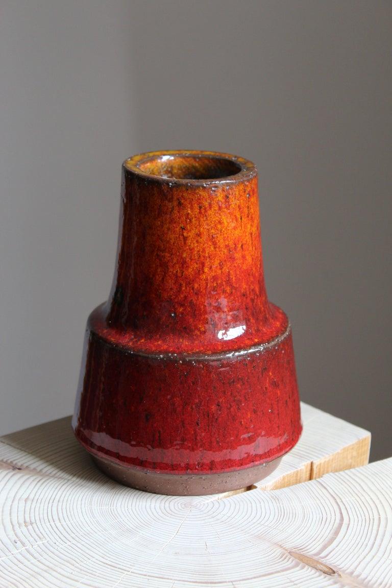 Mid-Century Modern Michael Andersen, Vase, Red / Orange Glazed Stoneware, Bornholm, Denmark, 1960s For Sale