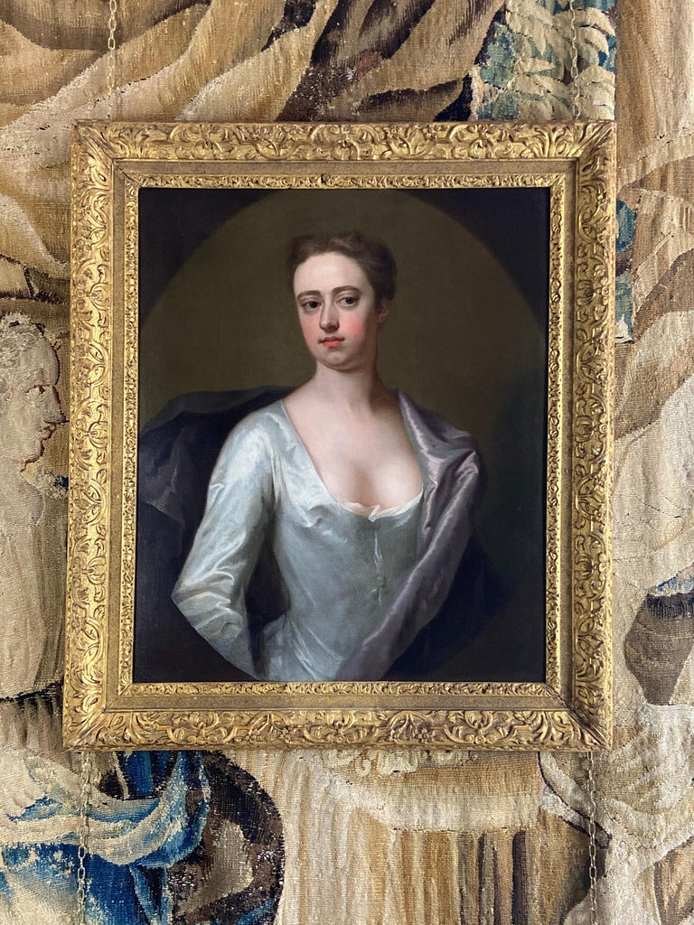 EARLY 18TH CENTURY ENGLISH PORTRAIT OF A LADY IN A WHITE SILK DRESS. For Sale 5