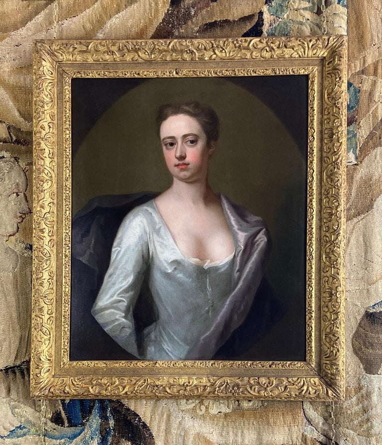 EARLY 18TH CENTURY ENGLISH PORTRAIT OF A LADY IN A WHITE SILK DRESS. For Sale 8