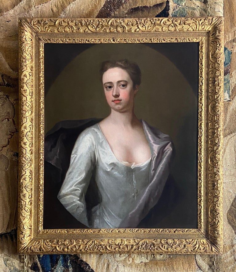 EARLY 18TH CENTURY ENGLISH PORTRAIT OF A LADY IN A WHITE SILK DRESS. For Sale 1