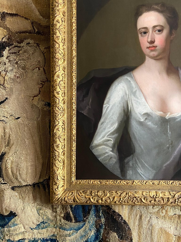 EARLY 18TH CENTURY ENGLISH PORTRAIT OF A LADY IN A WHITE SILK DRESS. For Sale 2